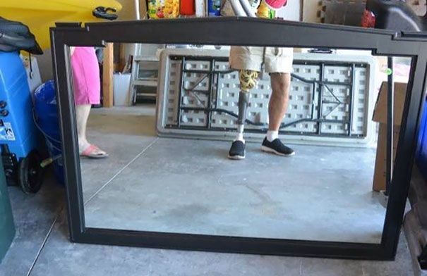 15 Hilarious Photos Of People Selling Their Mirrors Online